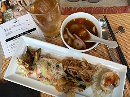 タイ料理のビュッフェへ