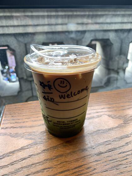 3色グラデーションのコーヒー?