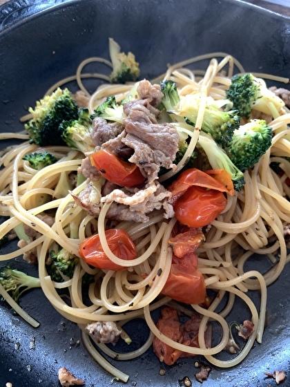 豚肉と野菜のオイルパスタ