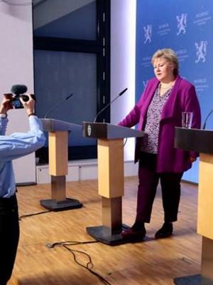 ノルウェー・ソールバルグ首相記者会見2004