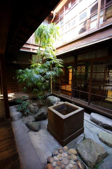 旧川本家住宅・中庭