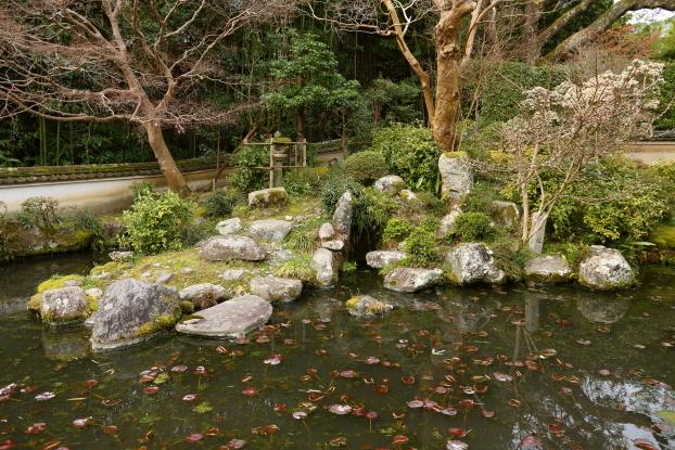 當麻寺中之坊庭園・池泉と築山