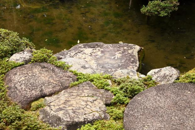當麻寺西南院庭園・礼拝石