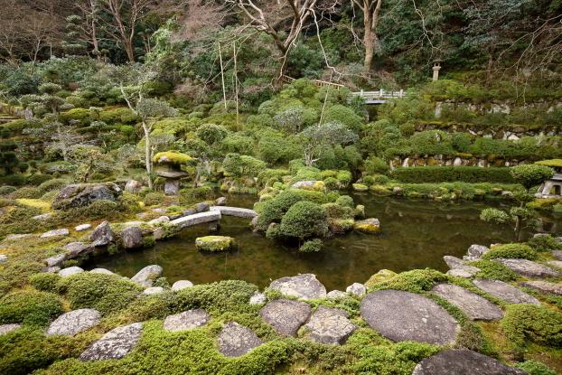當麻寺西南院庭園・中心部景観