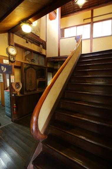 つるべすし弥助・階段