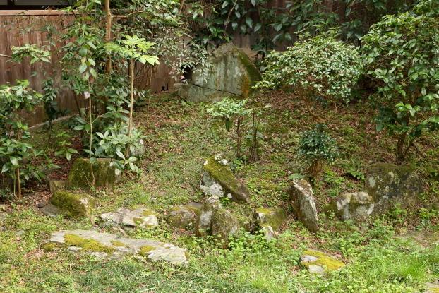 願行寺庭園・蓬莱石組