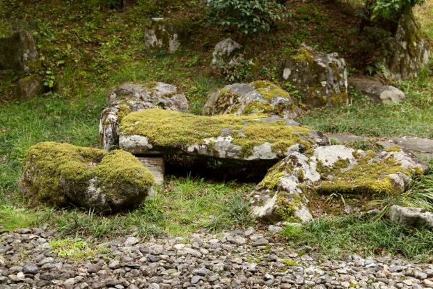 願行寺庭園・洞窟石組