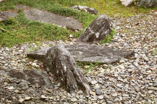 願行寺庭園・岩島