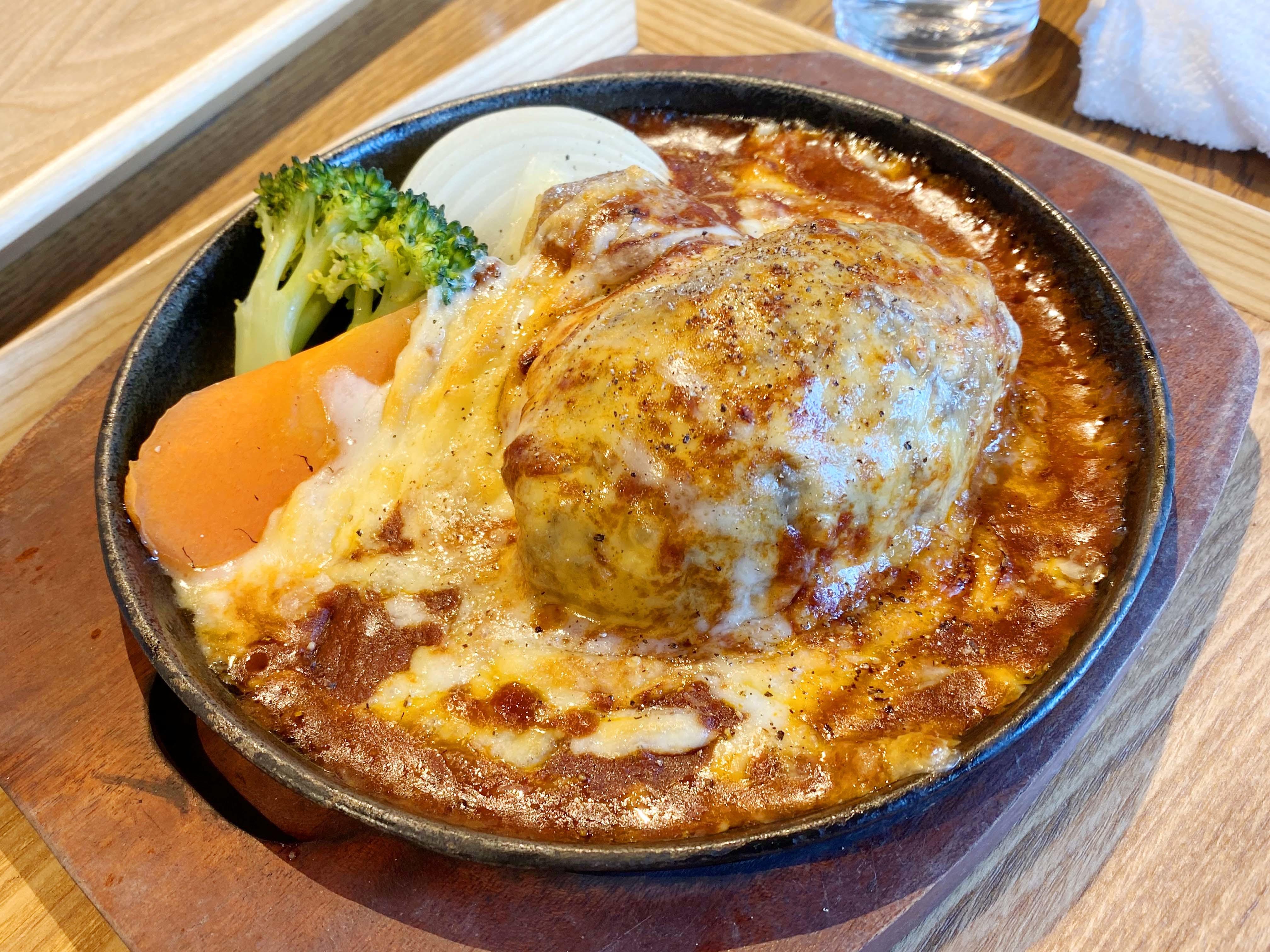 グラタンハンバーグ チーズフォンデュ風 1180円