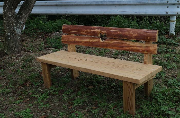 最近可愛いベンチが並びました 1 10 25
