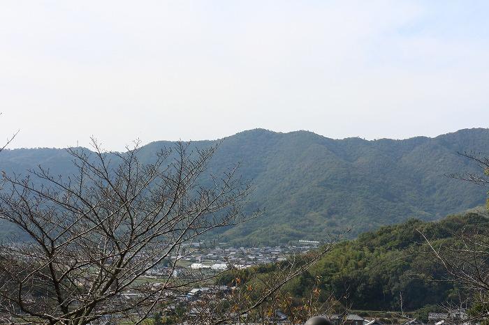 すぐ西側に七宝山 大師堂から眺める 1 10 28