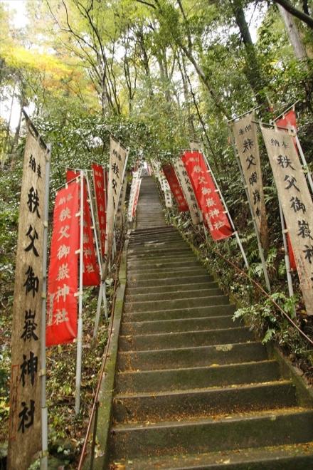 かなり急な階段