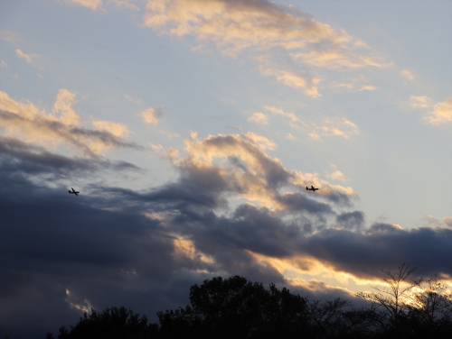 西の空に飛行機