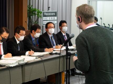 朝日新聞 「日本政府のコロナ対策について海外から批判が相次ぐ … 英BBC『日本の検査数の少なさは疑問』 英ガーディアン『日本は検査が少なく、感染者の追跡が困難』」