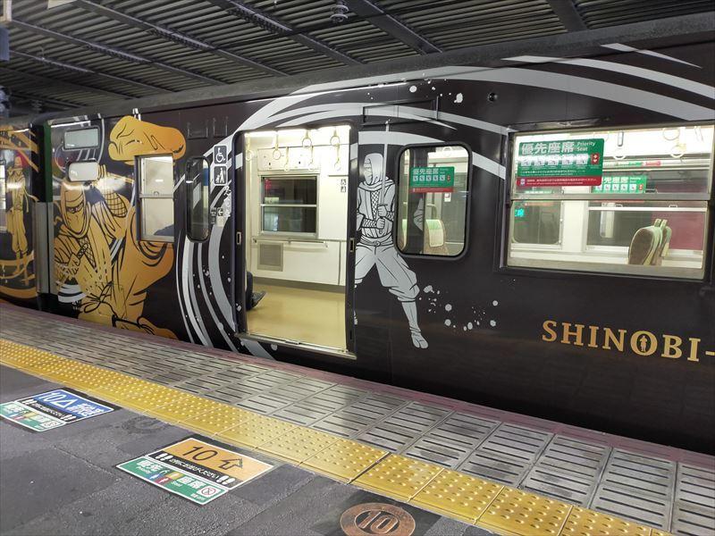 JR草津線ラッピング列車「SHINOBI-TRAIN(しのびとれいん)」