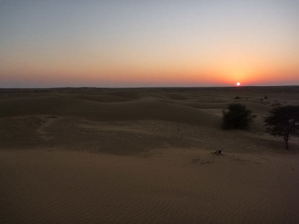 砂丘の夕日2_サイズ変更