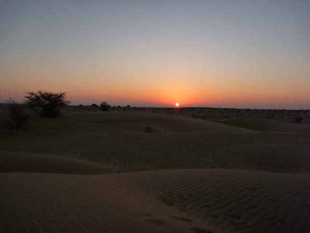 砂丘の日の出5_サイズ変更