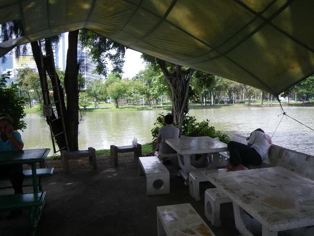 Lumphini Parkのベンチ_サイズ変更