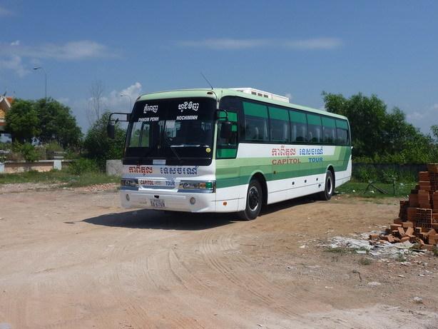 ホーチミン行きのキャピトルバス1 国境にて_サイズ変更