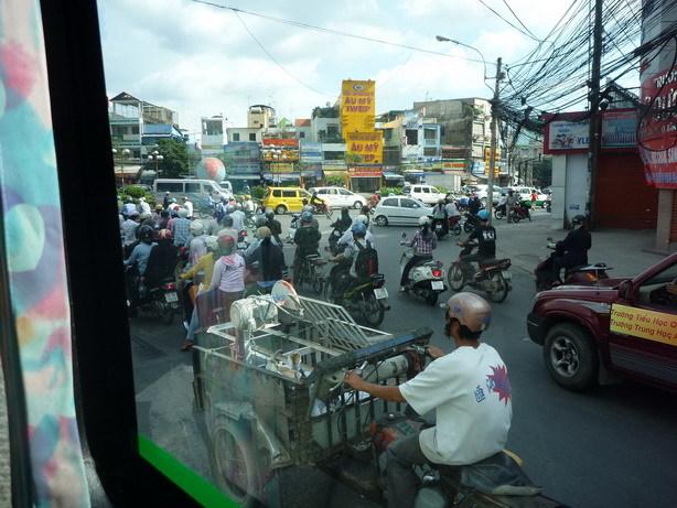 これぞサイゴン バスの車窓から_サイズ変更