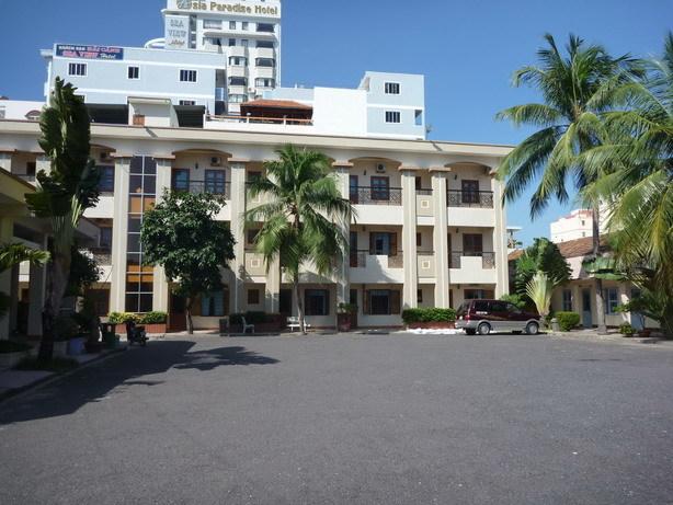 62 TRAN PHU HOTEL 中庭から 3Fの一番端が307_サイズ変更