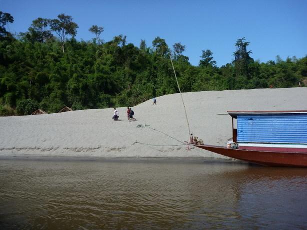 途中の船着場は大概砂丘のようになっている_サイズ変更