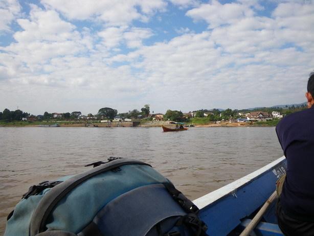 チェンコーンへの渡し舟から 向こう岸はチェンコーン_サイズ変更