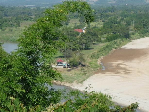 ゴールデントライアングル12 ミャンマーのイミグレ_サイズ変更