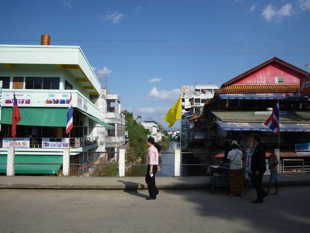 川の左がミャンマー右がタイ2_サイズ変更