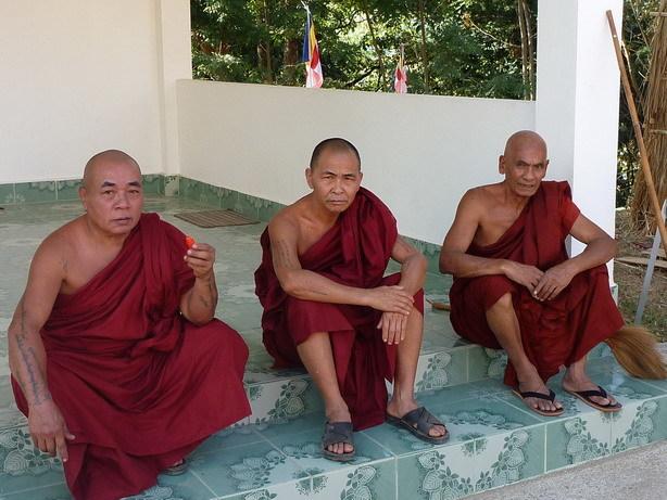 ミャンマーの僧侶4_サイズ変更