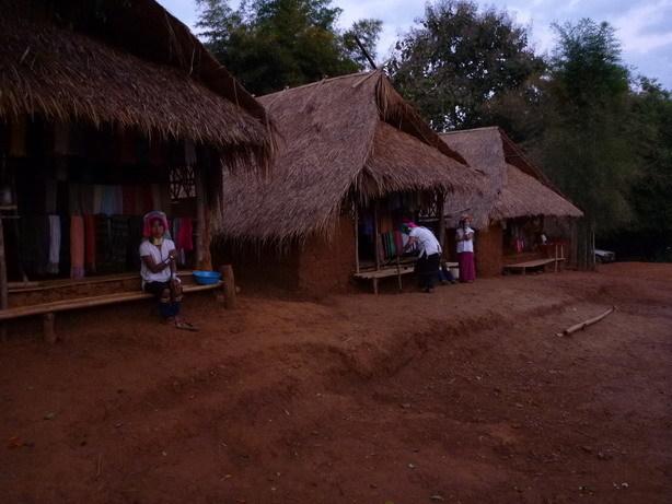 カレン族の村2_サイズ変更