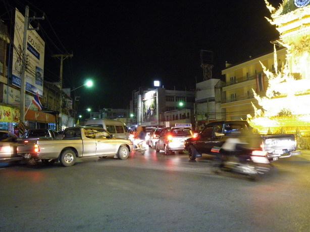 夜になるとタイ人観光客の大渋滞_サイズ変更