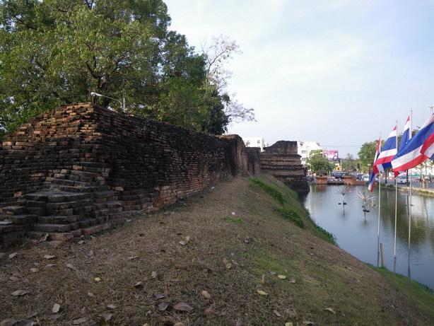 所々に古い城壁が残る2_サイズ変更