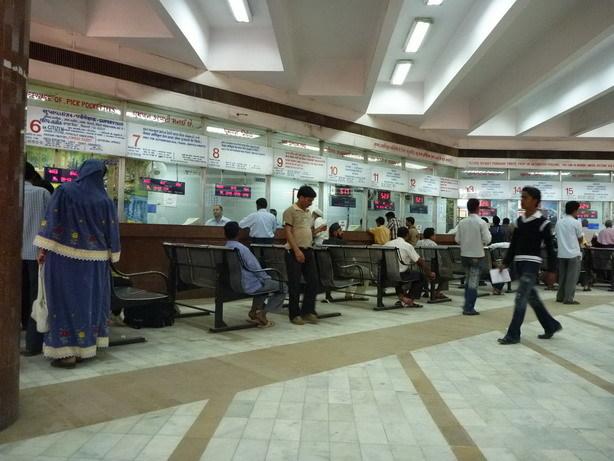 アマダバッド駅の隣の予約オフィス1_サイズ変更