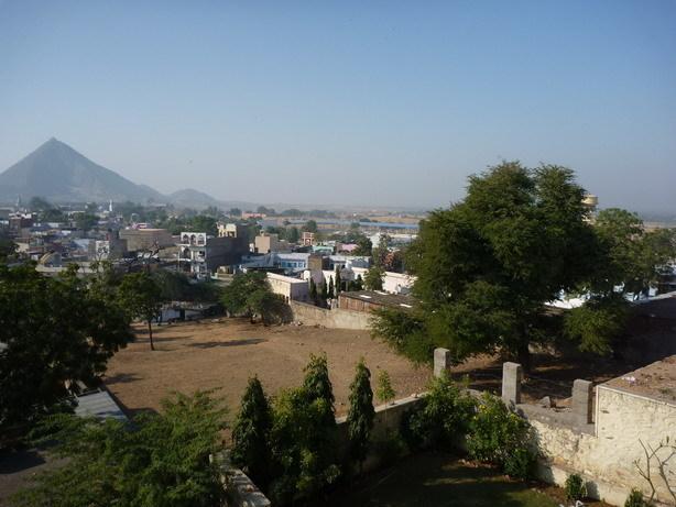 Shree Palaceの屋上から1 サーヴィトリ寺院方面_サイズ変更