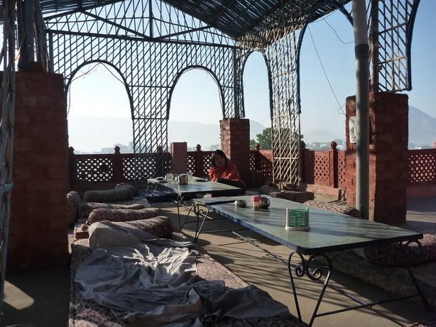 快適な屋上のカフェ1_サイズ変更