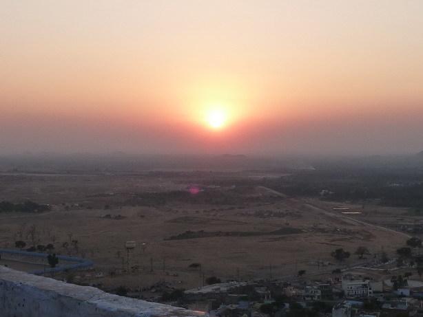 頂上の寺院から見る夕日_サイズ変更