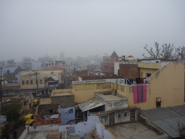 濃霧のタージ周辺の朝 Shanti屋上から2_サイズ変更
