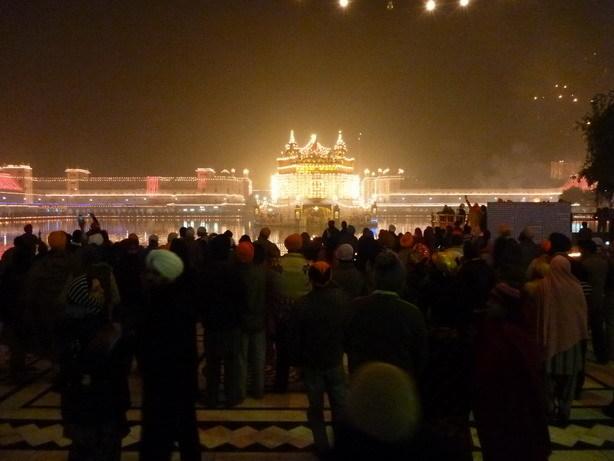 祭の日の夜の黄金寺院1_サイズ変更