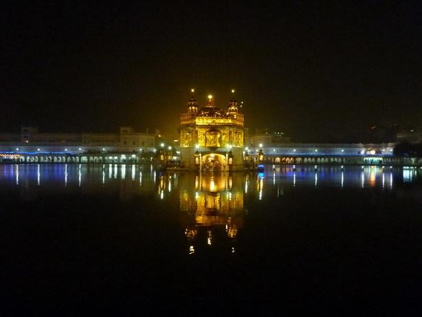 夜の黄金寺院1_サイズ変更