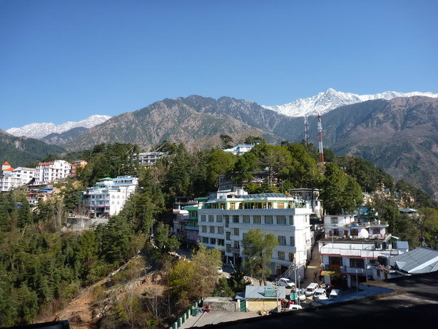 チベット寺院から望むダラムサラ1_サイズ変更
