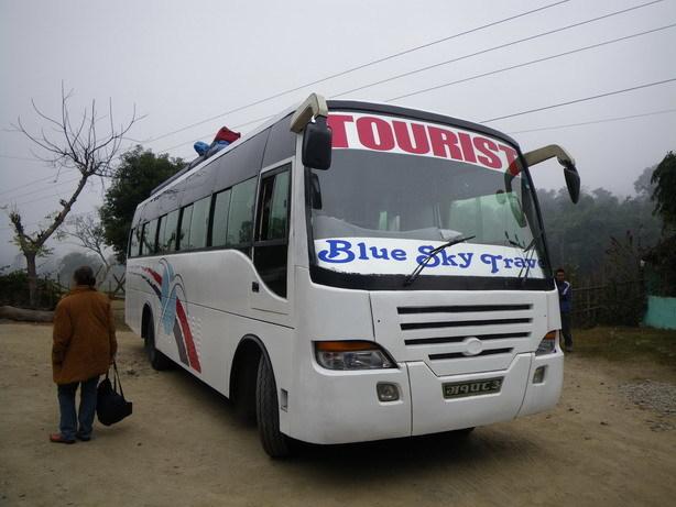 カトマンドゥ行きのツーリストバス_サイズ変更