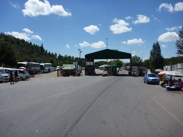南アフリカ側国境ゲート1_サイズ変更
