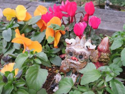 IMG_0367橋の袂の花壇シーサー_400