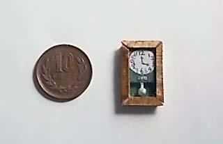 柱時計と十円玉