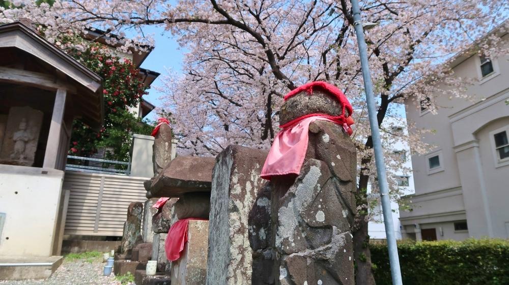 新石川3丁目庚申塚 (1000x561)