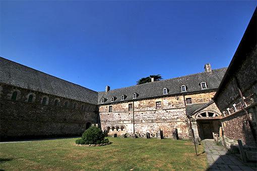 リュセルヌ・ドゥトゥルメール修道院のクロワートル