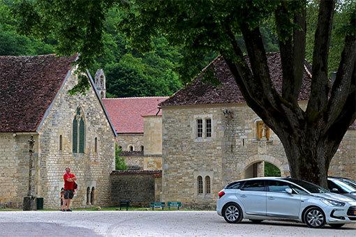 フォントネー修道院到着