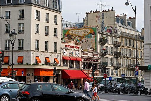 クリシー広場から見えるカジノの壁画