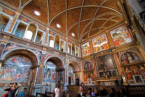 サンマウリツィオ教会内部の全面壁画